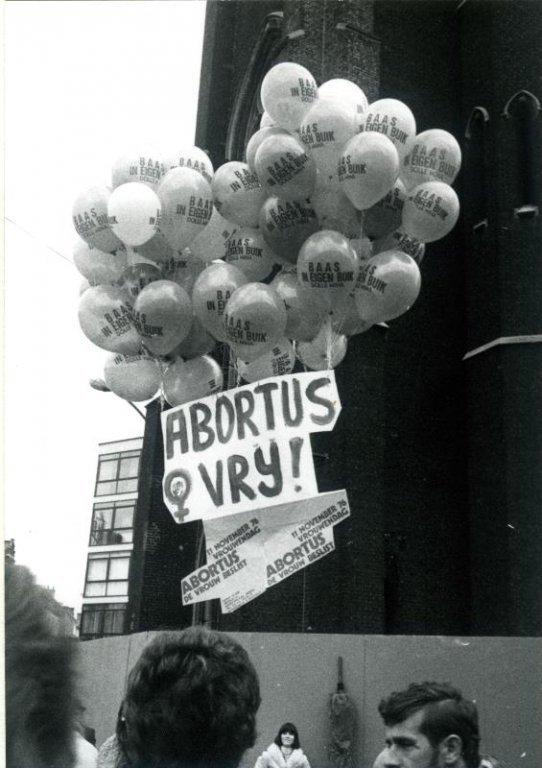 Balonnen van Dolle Mina tijdens een actie voor abortus, 24 oktober 1976 (collectie Greta Craeymeersch)