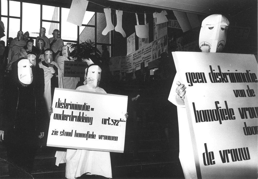 Lesbische vrouwen voeren actie op de vrouwendag in Hasselt, 11 november 1975 (foto Edgard Alsteens, collectie AVG-Carhif)